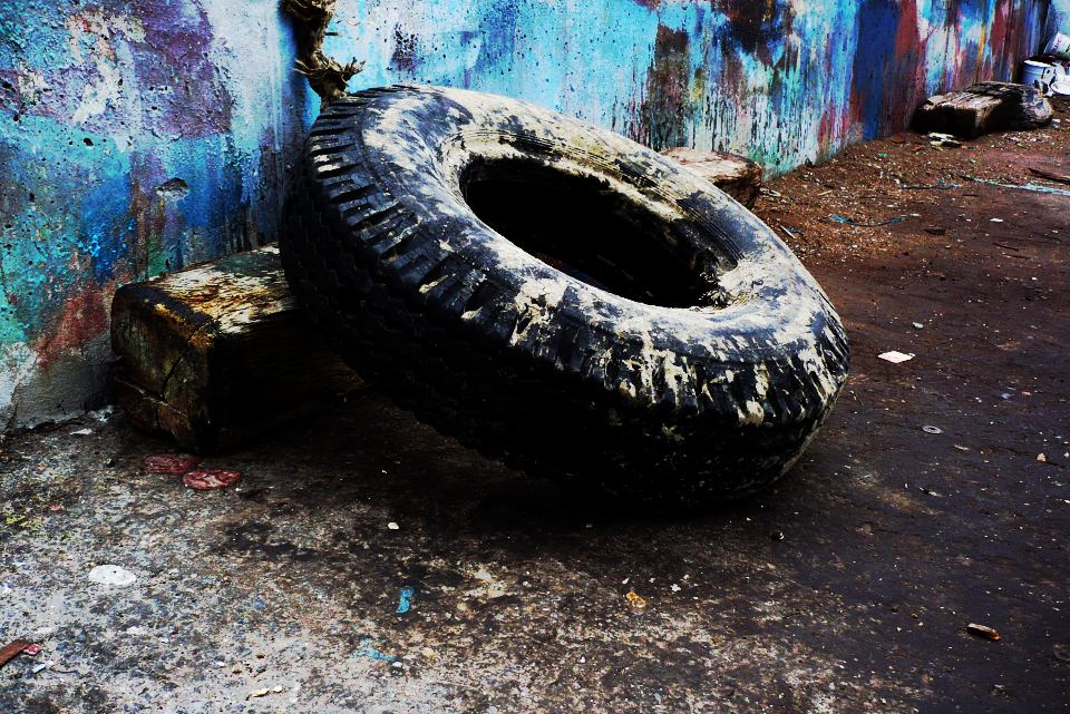Tire of decay