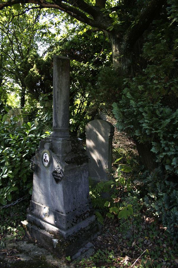Dieweg phalic tombstone